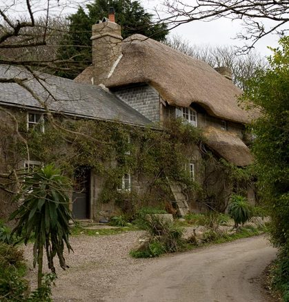 Penberth_thatched_cottage_2